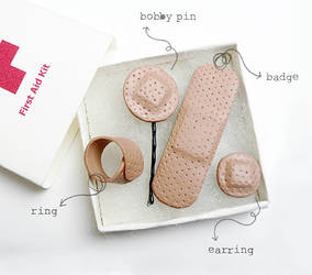 First Aid Kit | Jewellery Set by designandberries