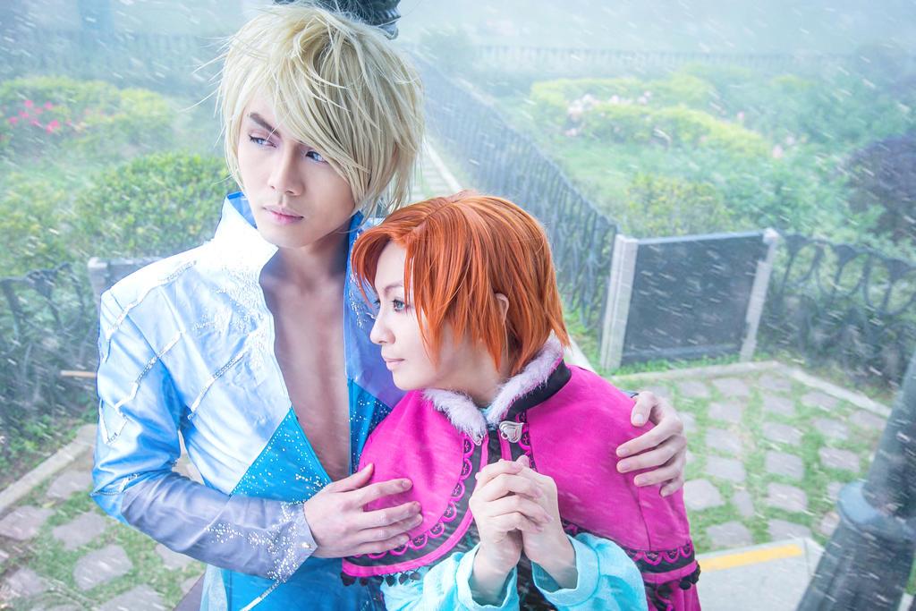 Genderbent Elsa and Anna - Keeping Warm by captamzai