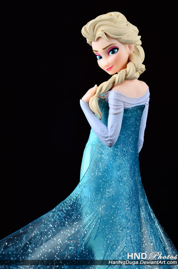The Queen of Arendelle by HariNgDuga