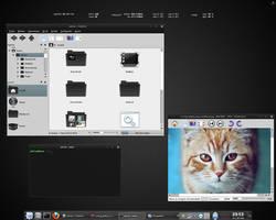 KDE dark desktop by adriannvl
