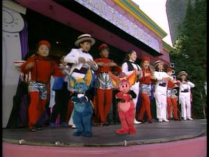 The Kidsongs Cast Singing and Dancing