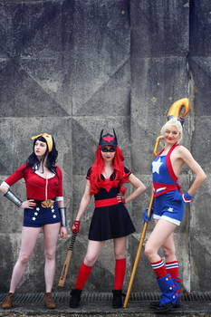 Bombshells Wonder Woman, Batwoman and Stargirl