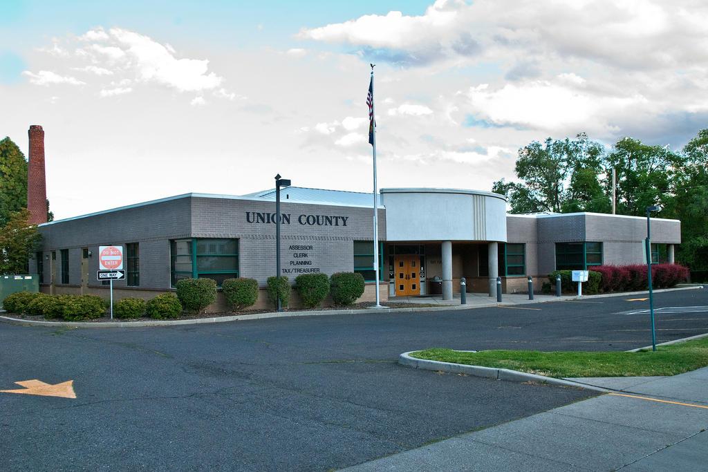 Union County (Oregon) Court House by quintmckown