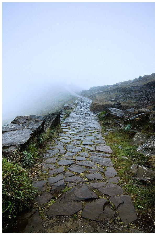 Madeira - Pico Arieiro Path by damnengine