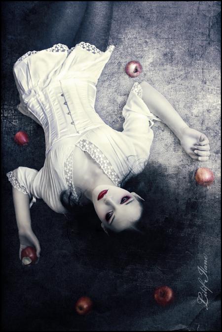 Snow White by LilifIlane