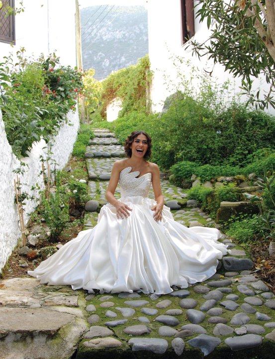 Happy Bride by emreekinci