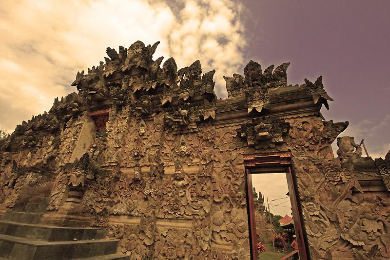 bali temple by worldpitou