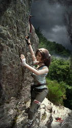 TOMB RAIDER (2013) - Dirty Lara climbing by Laragwen
