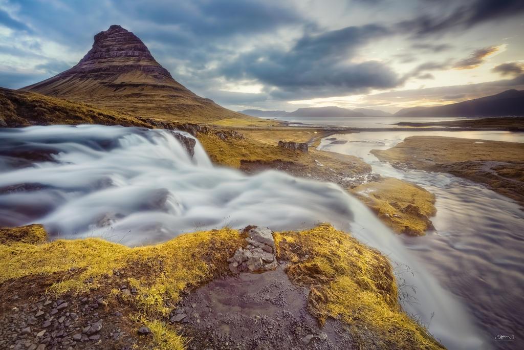 Kirkjufellsfoss by BoholmPhotography