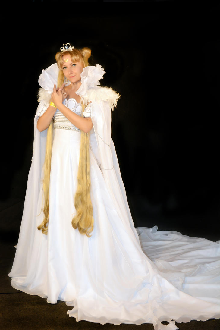 Manga Queen Serenity Cosplay by usagi999