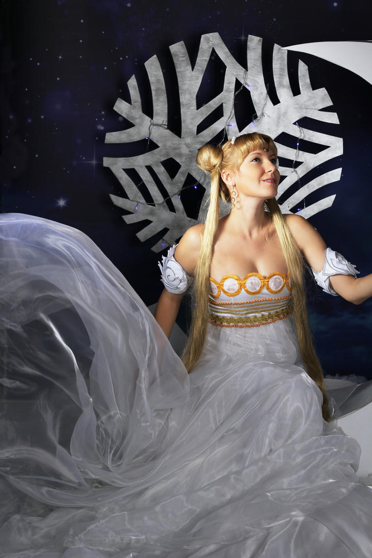 Winter Princess Serenity Cosplay by usagi999