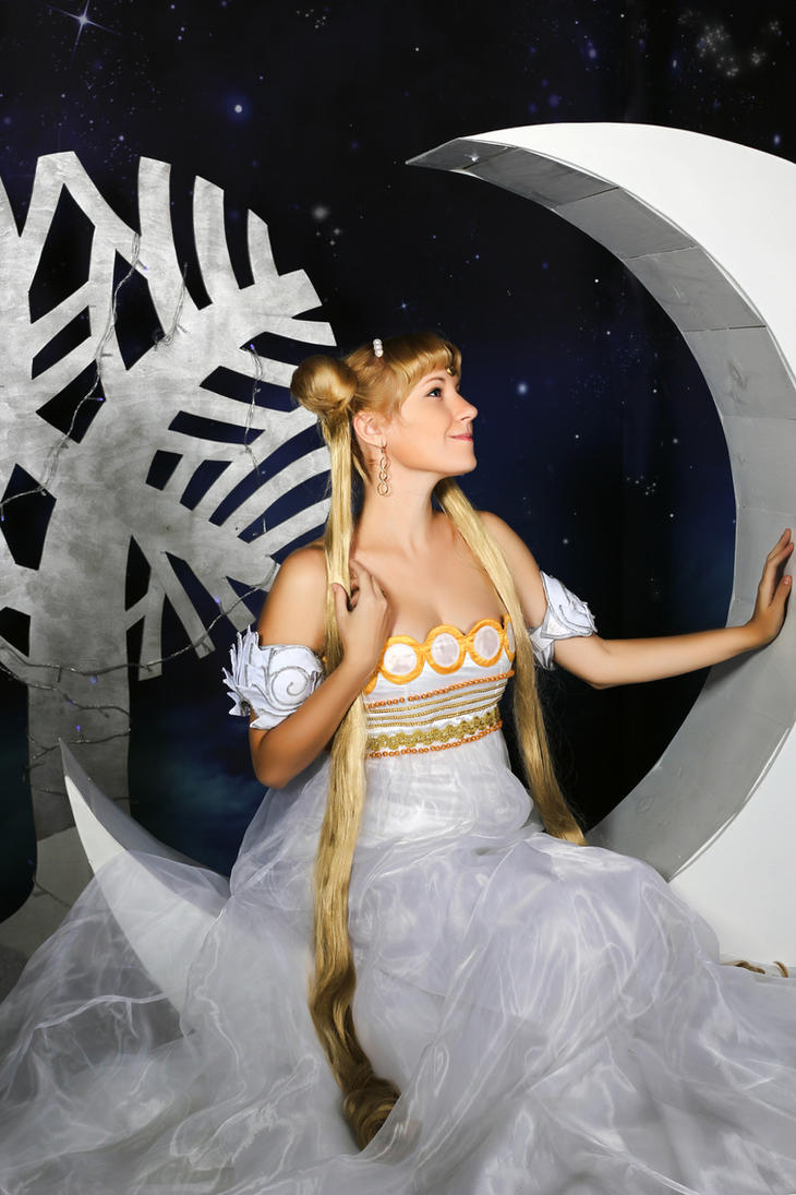Winter Princess Serenity Cosplay 2 by usagi999