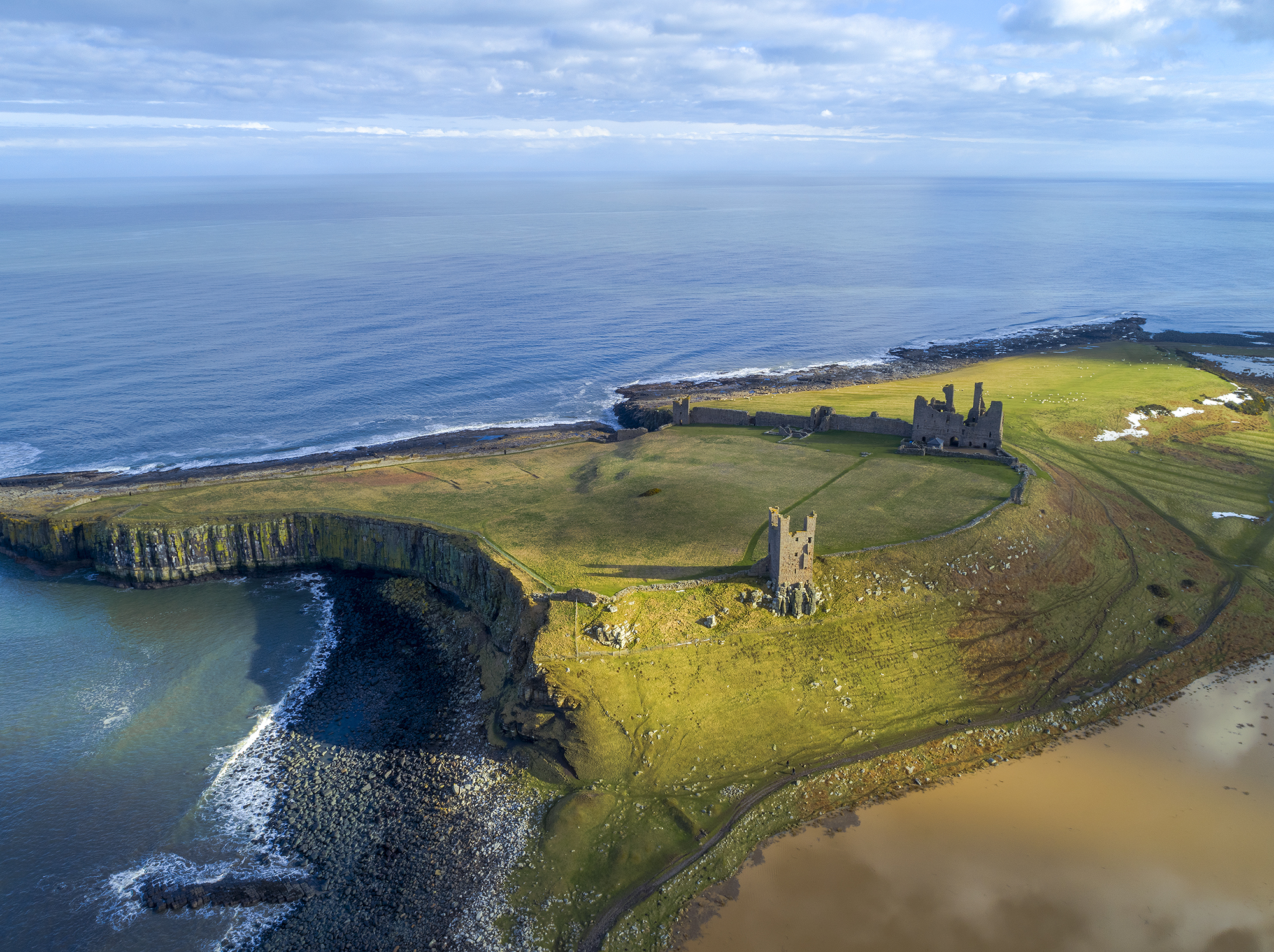 Dunstanburgh Castle by newcastlemale