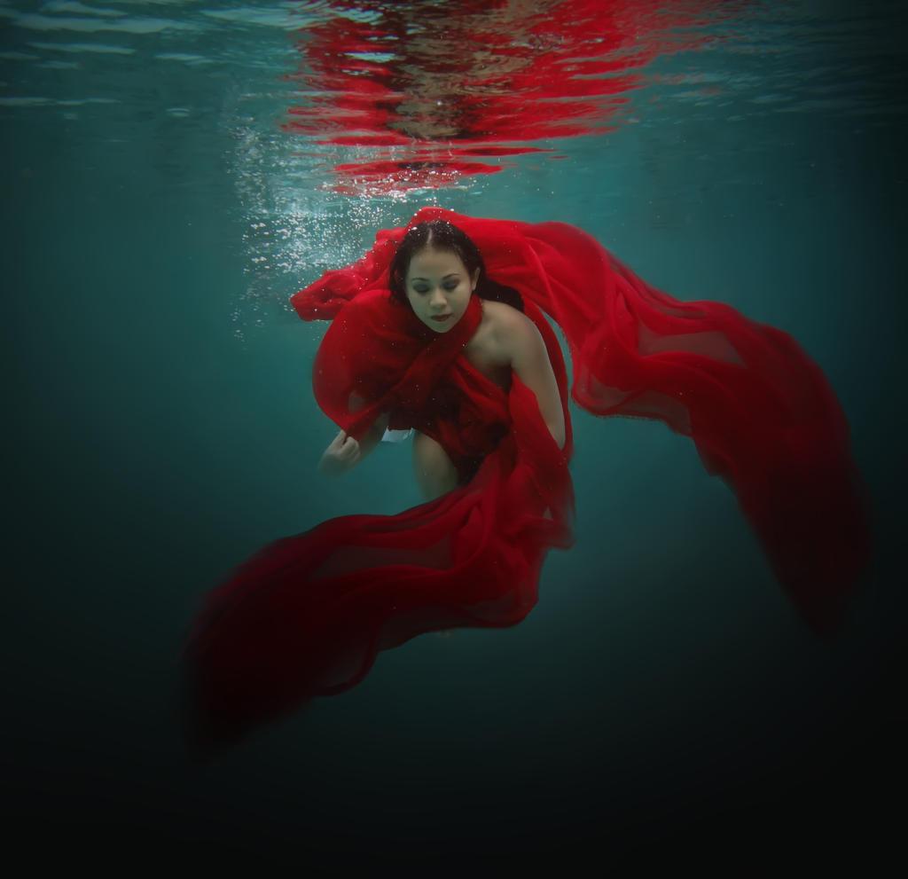 Underwater 9 by bumimanusiastock