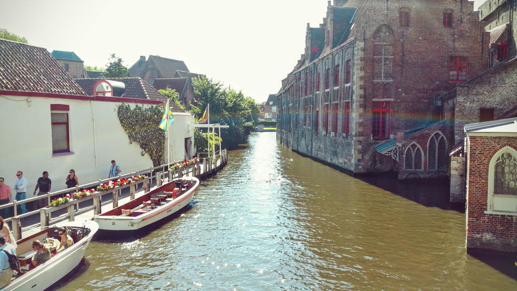 canal - bruges by NefletStock