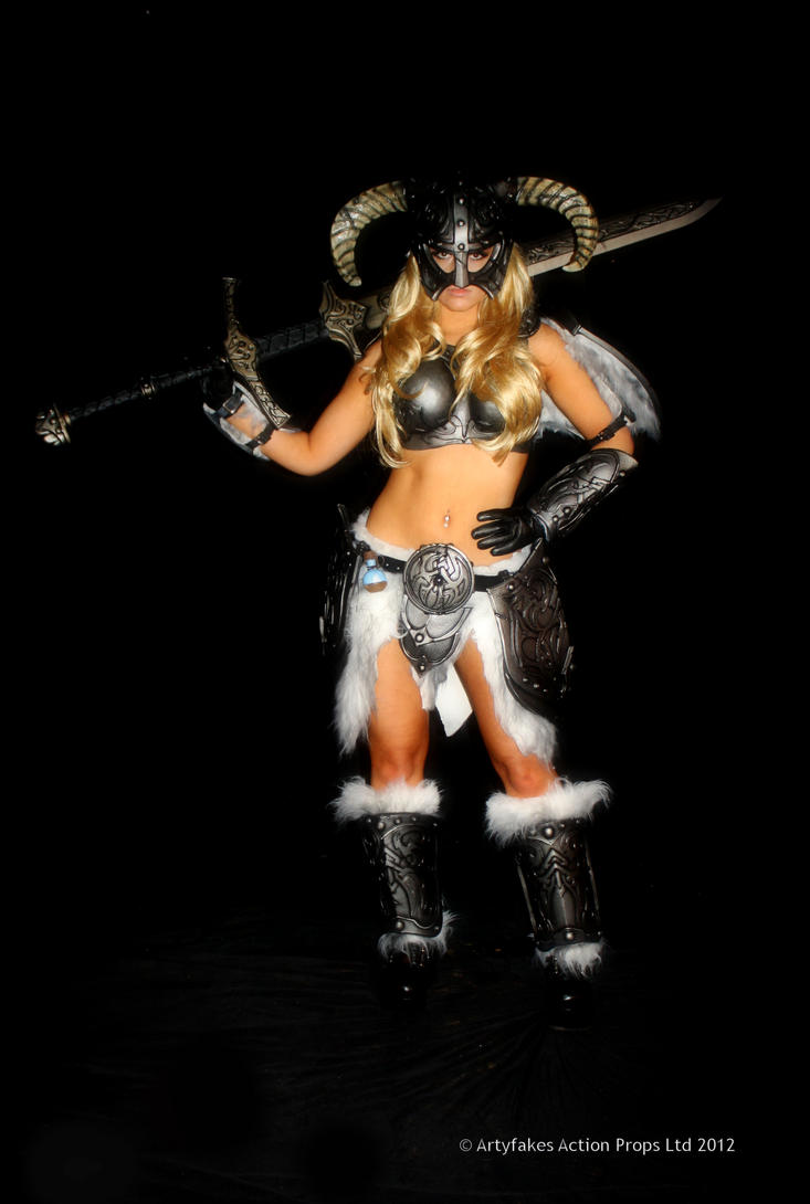Skyrim cosplay - 1st costume by Artyfakes