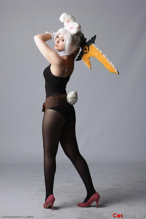 Battle Bunny Riven by ibukii