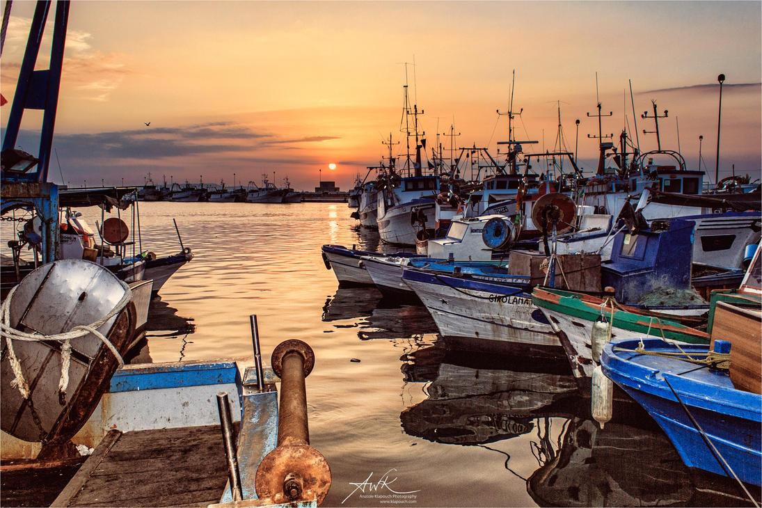 Tramonto al porto dei pescatori by klapouch