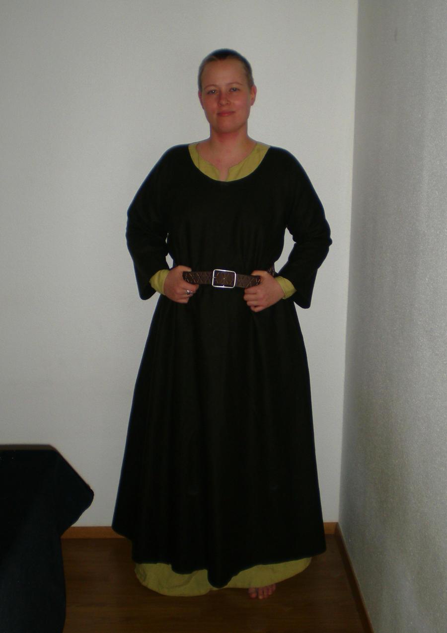 Medieval overdress by sleepyhamsteri
