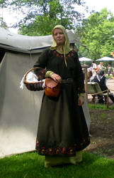 11th century Norman costume by sleepyhamsteri