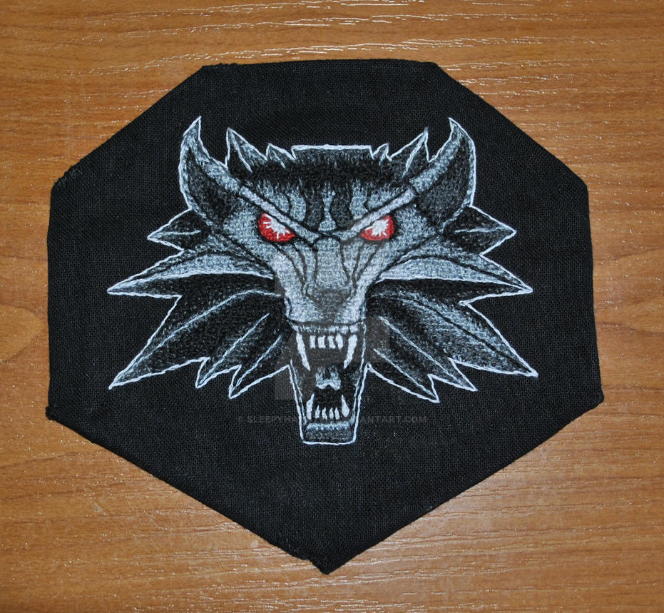 Embroidered Witcher medallion by sleepyhamsteri