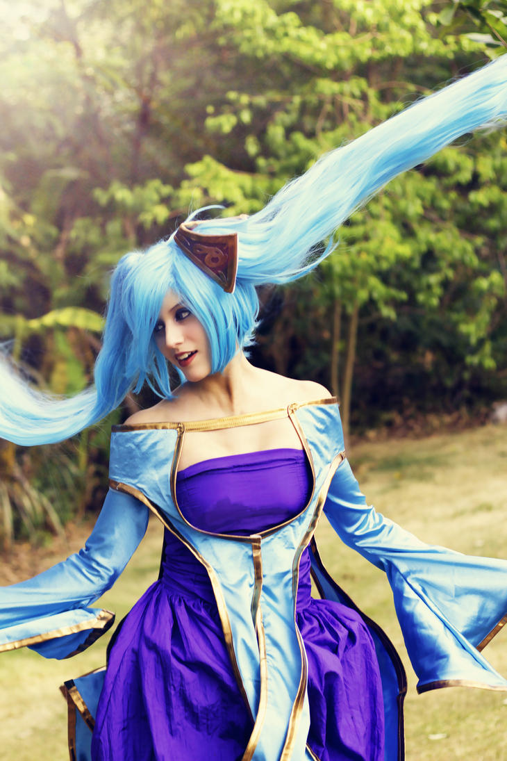 Sona Cosplay (League of Legends cosplay) by TheSweetAmy