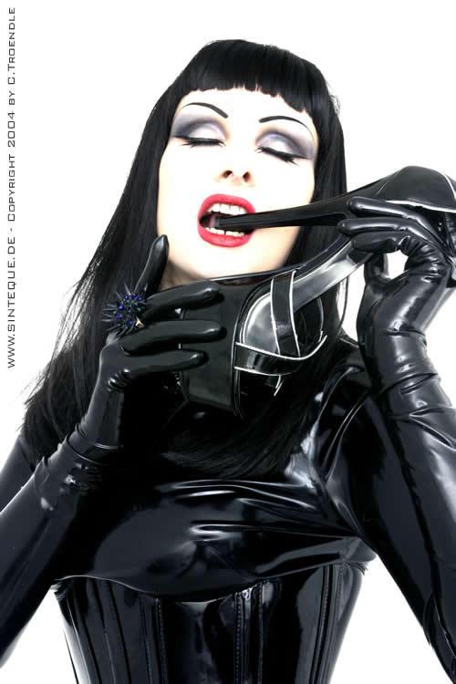 http://fc00.deviantart.net/fs5/i/2005/126/f/4/High_Heels_Lover_by_Sinteque.jpg