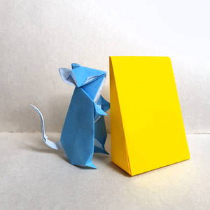 Origami Mouse Sniffing Cheese