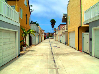 pretty alley by Nocturnalist