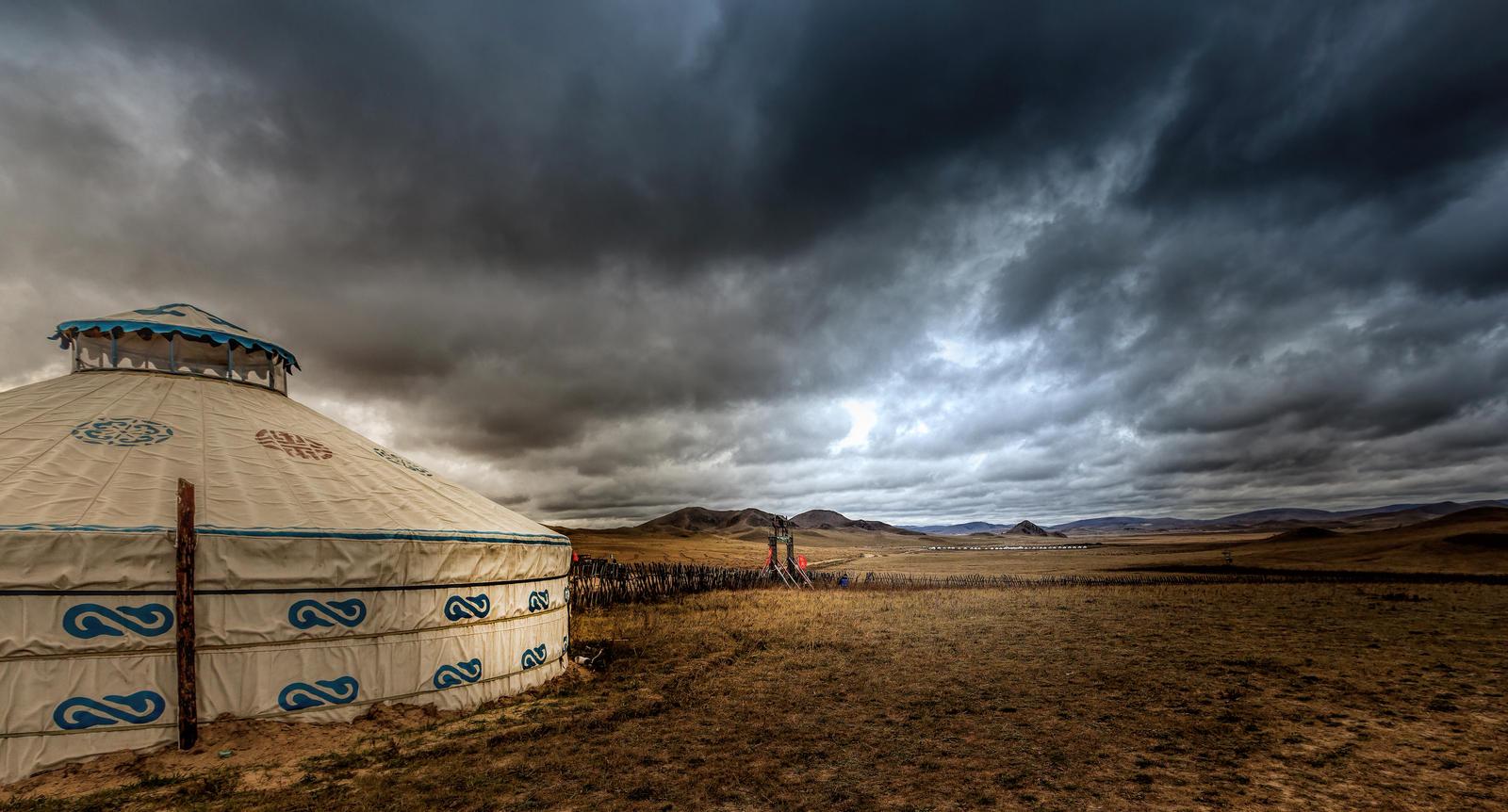 Le peuple Variag Mongolian_yurt_by_elkynz-d6uamjq