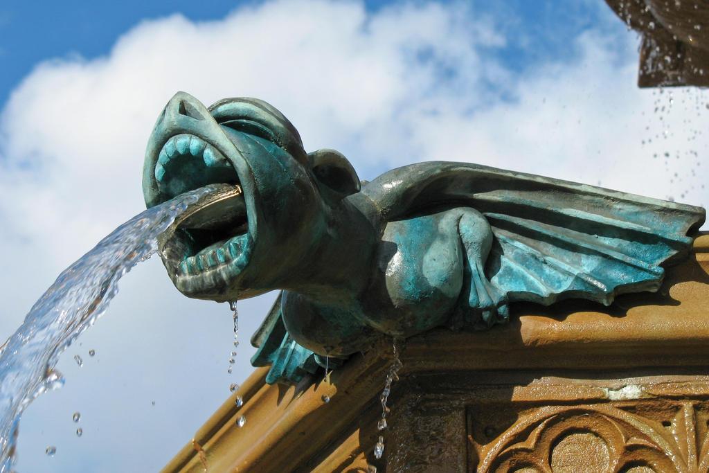 Fountain Gargoyle by Spinneyhead