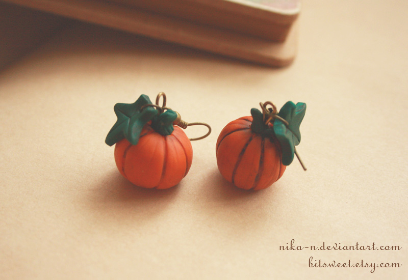 Vintage Lil Pumpkin earrings by Nika-N