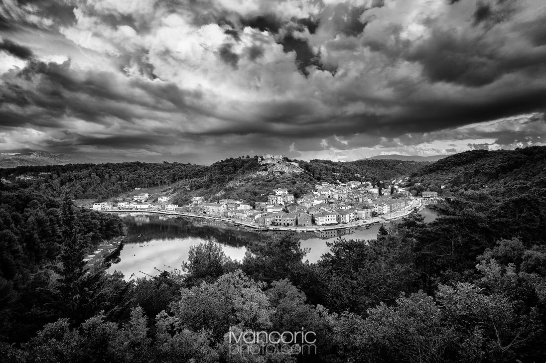 Clouds over Novigrad by ivancoric