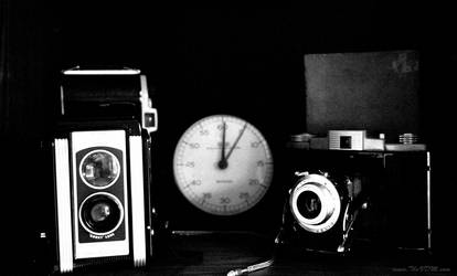 Vintage cameras and timer - Ilford SFX 200 by thevdm