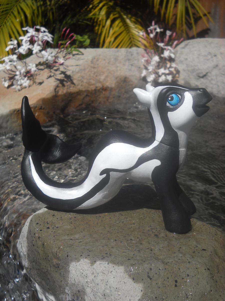 Hourglass Dolphin Custom Pony by aquiafin