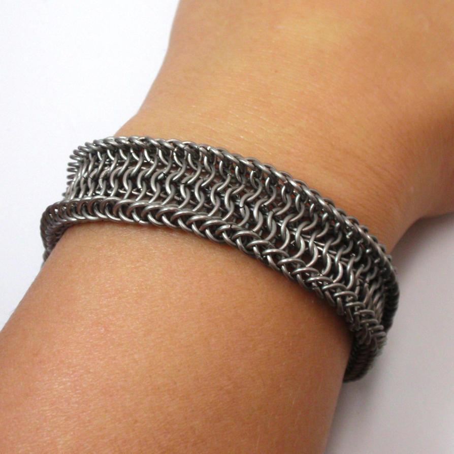 Ucuetis - titanium chainmaille bracelet by MermaidsTreasury