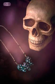 Design necklace moth