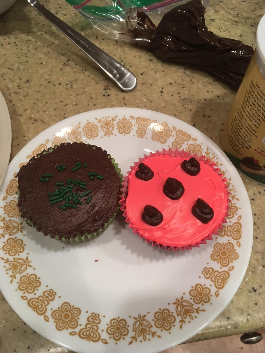 miraculous ladybug and chat noir cupcakes by miraculoussasha on