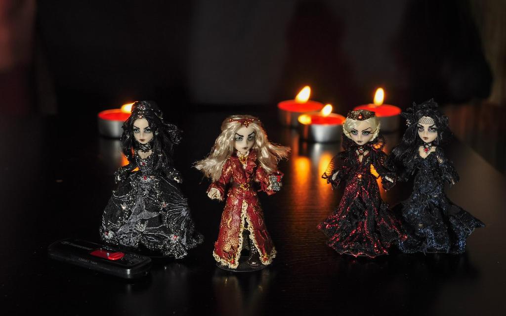 Vampire family by Noellepage