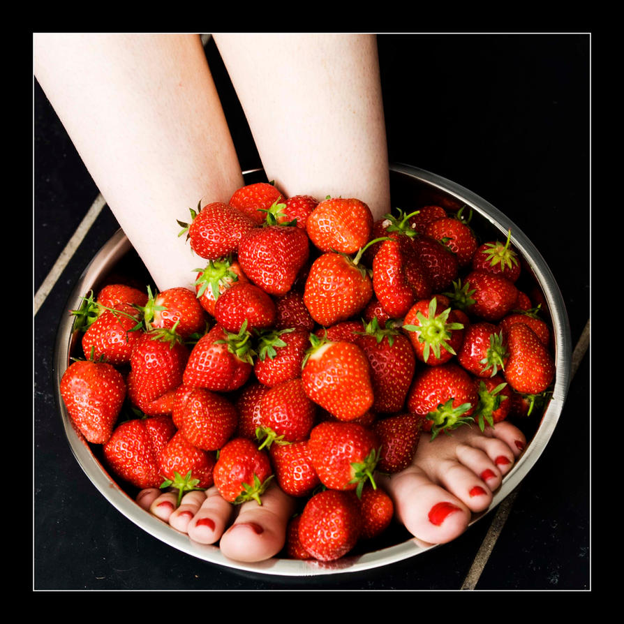 Strawberry Toes by MTL3