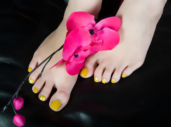 Yellow Toes by MTL3