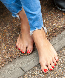 Bella's Beautiful Toes by MTL3