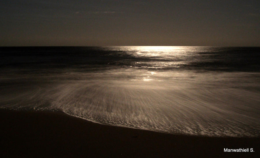 Moonlit Ocean I by Manwathiell