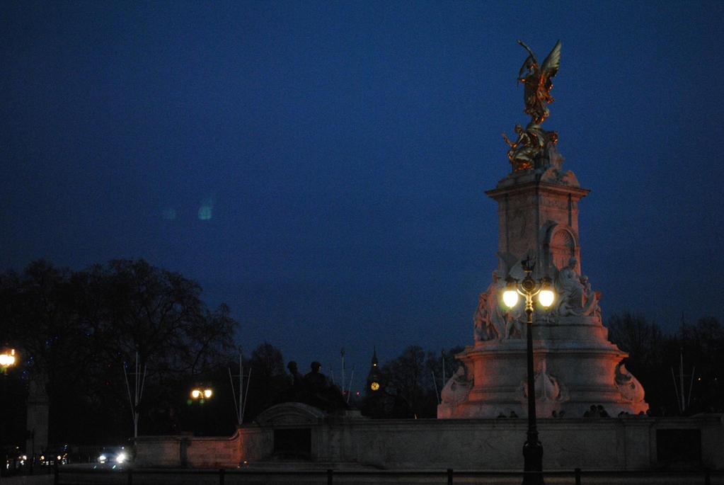 London at Night by Pridalic11