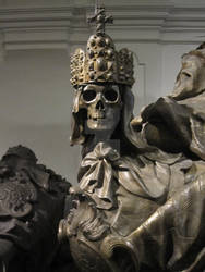 Skeleton crowned with the Imperial Crown