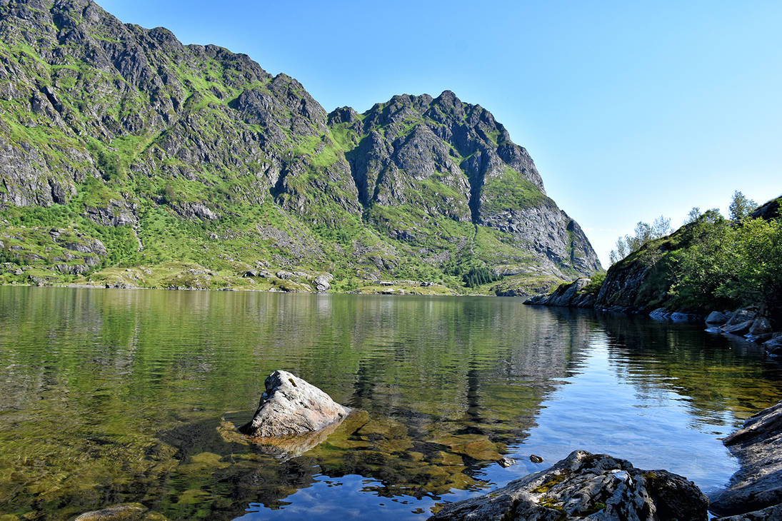 1281 A peaceful lake by RealMantis