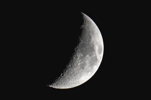 5220 Crescent moon