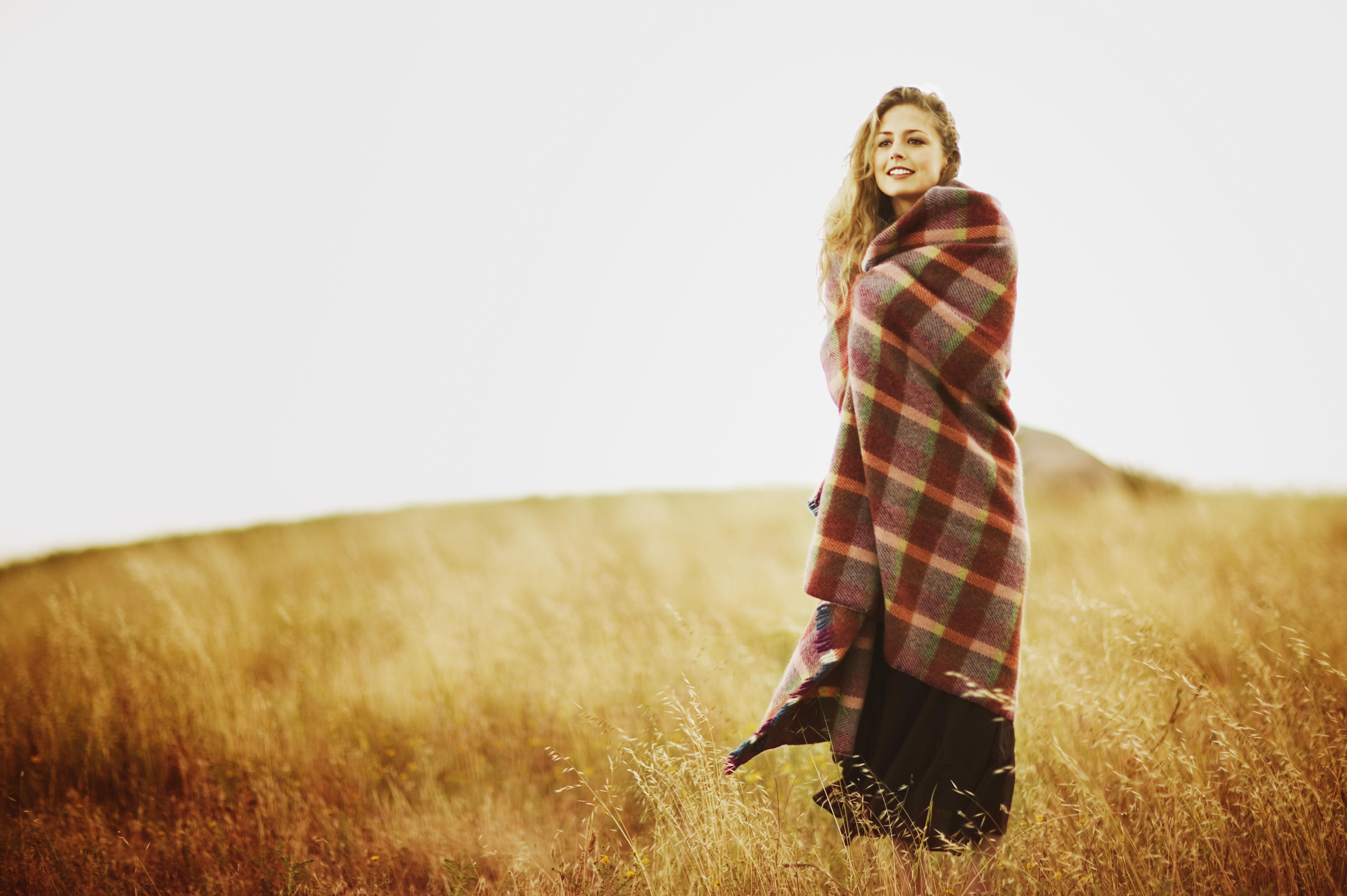 Трется об одеяло девушка 13 фотография