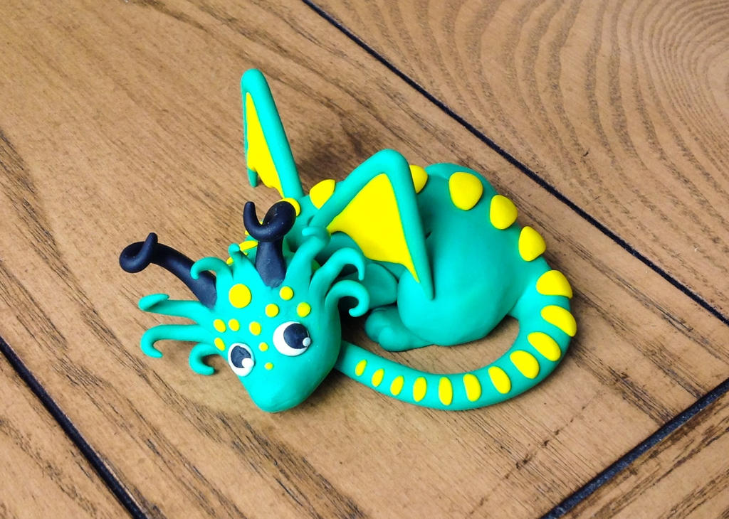 Lying down dragon by Blenia