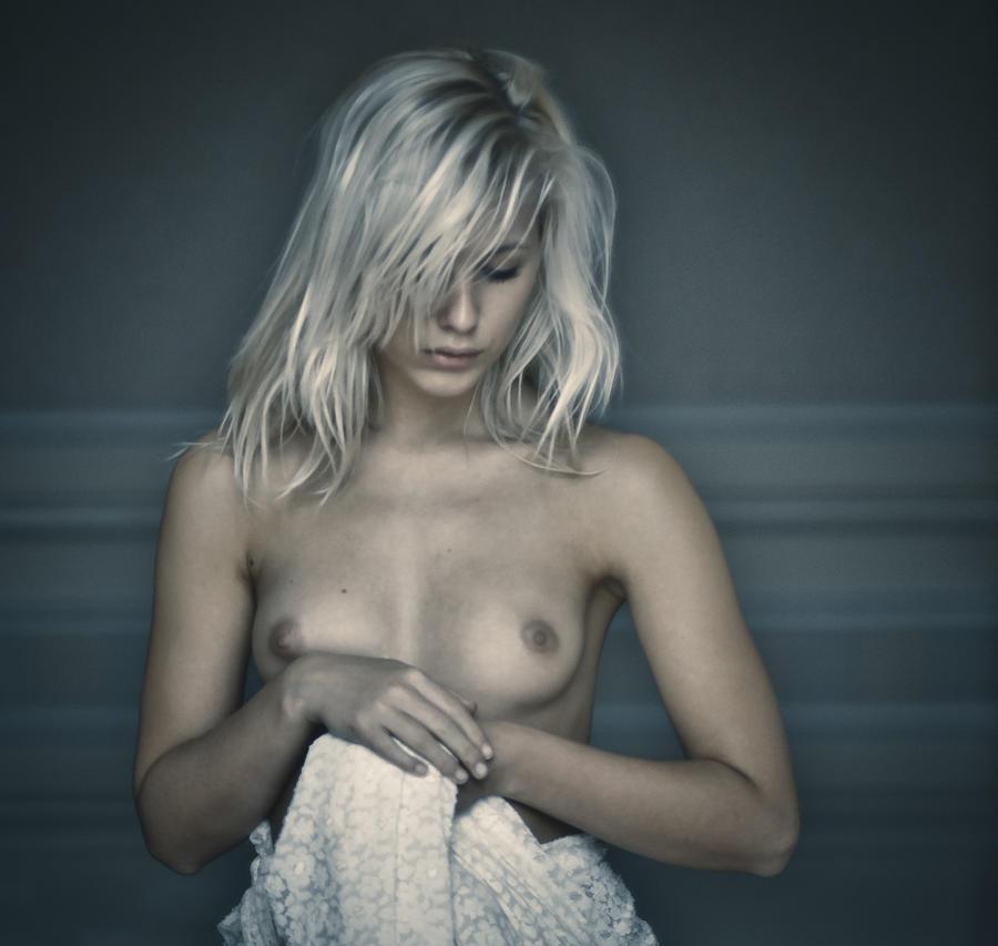 Raphaella Contemplative by EngagingPortraits